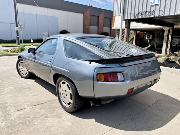 Porsche-928-S-rear-side.jpg