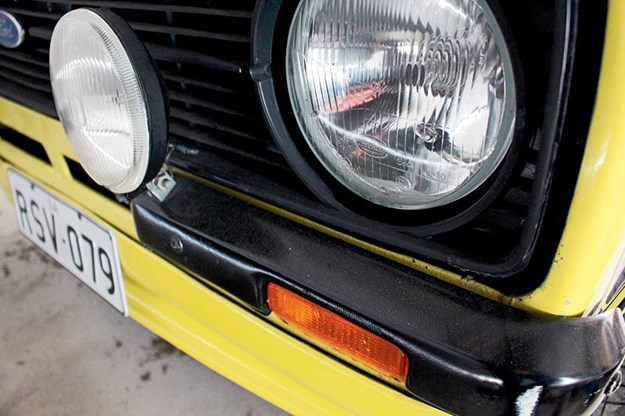 ford-escort-headlight.jpg