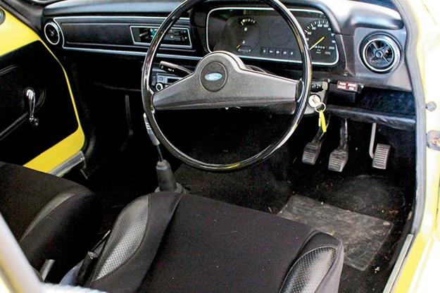 ford-escort-interior-2.jpg
