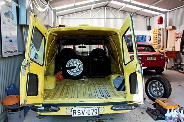 ford-escort-interior-3.jpg