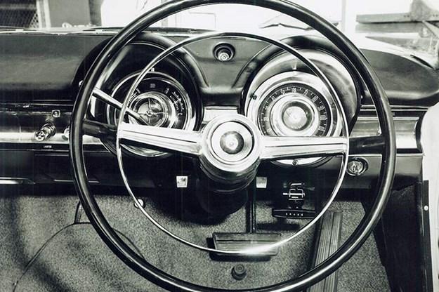 dodge-phoenix-steering-wheel.jpg