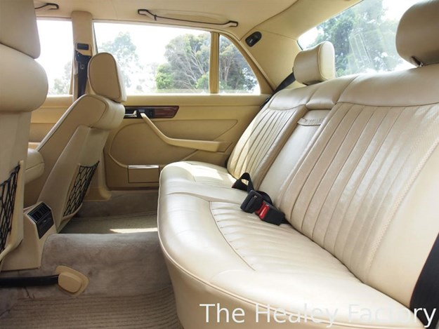 W126-500SEL-interior-rear.jpg