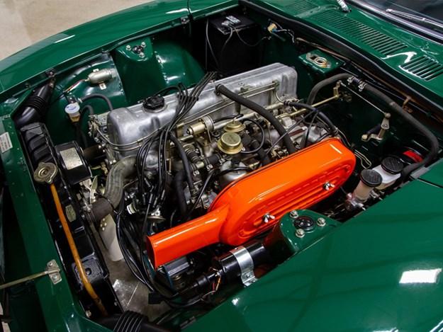 Datsun-240Z-engine-bay.jpg
