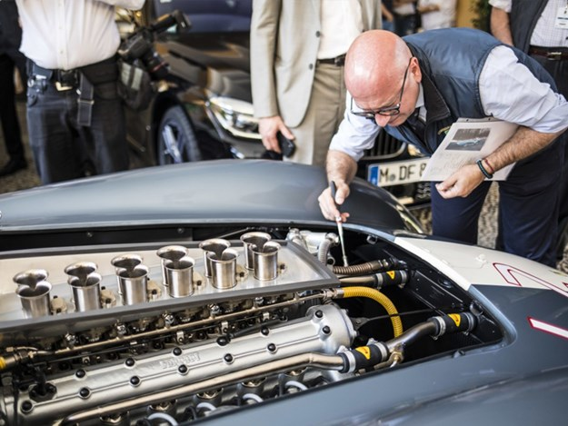Ferrari-355-S-Scaglietti-front-engine-judging.jpg