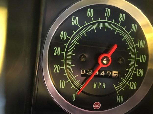 camaro-ss-interior-odometer.jpg