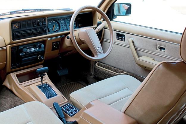 holden-vc-commodore-sle-interior.jpg