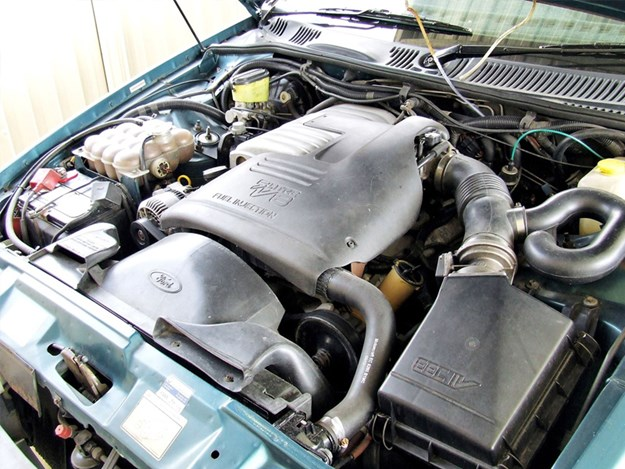 EB-Fairmont-wagon-engine.jpg
