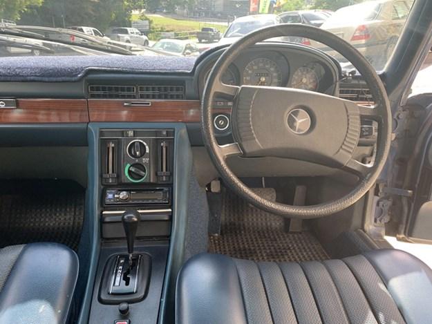 W116-280SE-interior-front.jpg