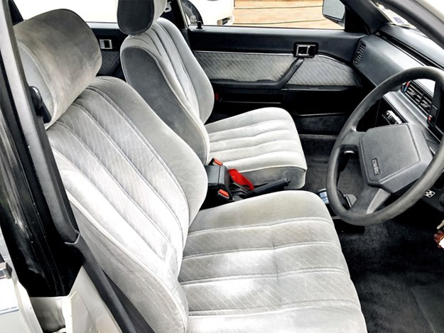 Camry-GLI-interior-side.jpg