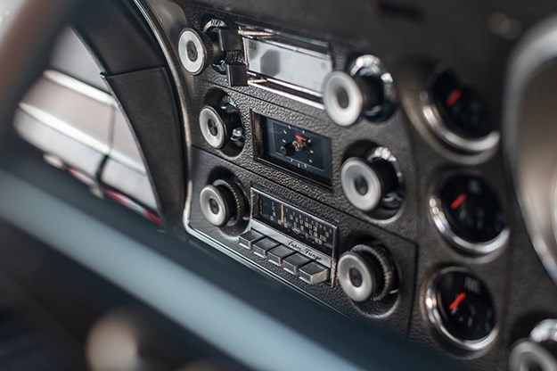 ford-xy-falcon-gtho-replica-dash.jpg