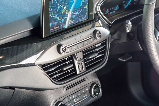 ford-focus-dash.jpg