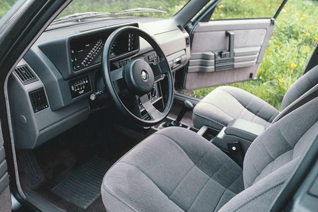 alfa-romeo-90-interior.jpg