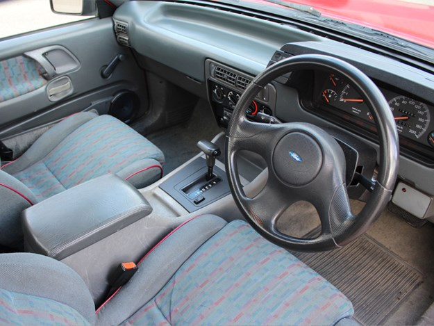 FG-XR6-ute-for-sale-in-America-interior.jpg