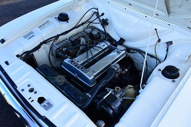 ford-cortina-engine-bay.jpg