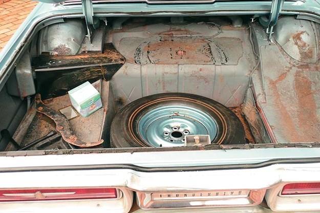 ford-thunderbird-resto-boot.jpg
