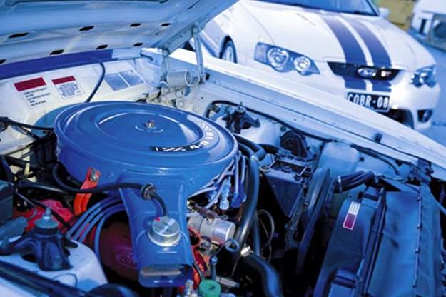 R:\Web\WebTeam\Mary\Motoring\UC 261 to 399\UC 284\cobra\ford-cobra-engine-bay.jpg