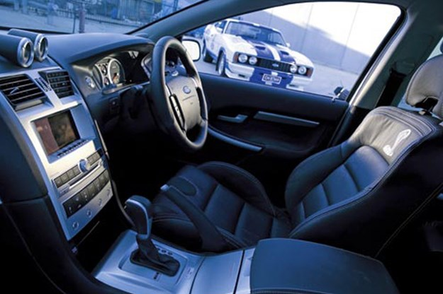 R:\Web\WebTeam\Mary\Motoring\UC 261 to 399\UC 284\cobra\ford-cobra-interior.jpg