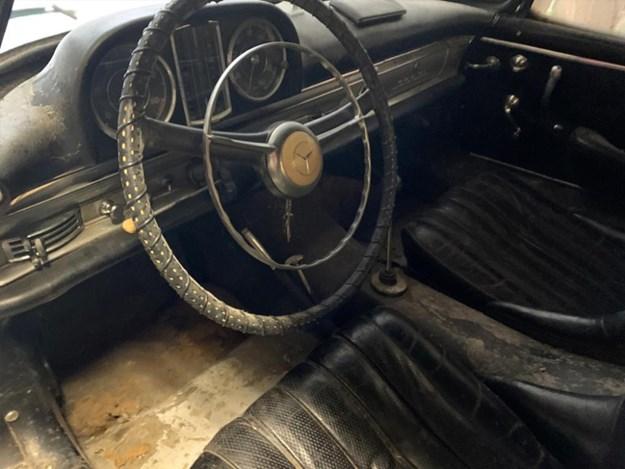 300SL-barn-find-interior.jpg