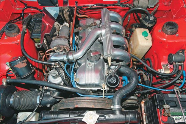 R:\Web\WebTeam\Mary\Motoring\UC 261 to 399\UC 284\sigma\mitsubishi-sigma-engine.jpg