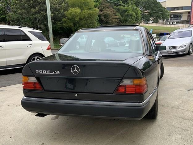 W124-300E-rear-side.jpg