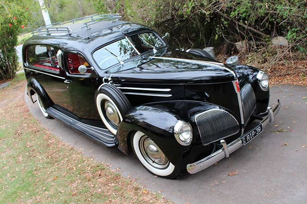 R:\Web\WebTeam\Mary\Motoring\UC 438\reader resto studebaker\studebaker-hearse-3.jpg