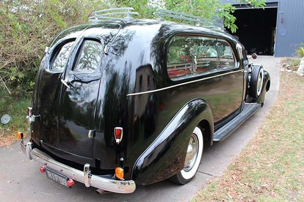 R:\Web\WebTeam\Mary\Motoring\UC 438\reader resto studebaker\studebaker-hearse-rear-2.jpg