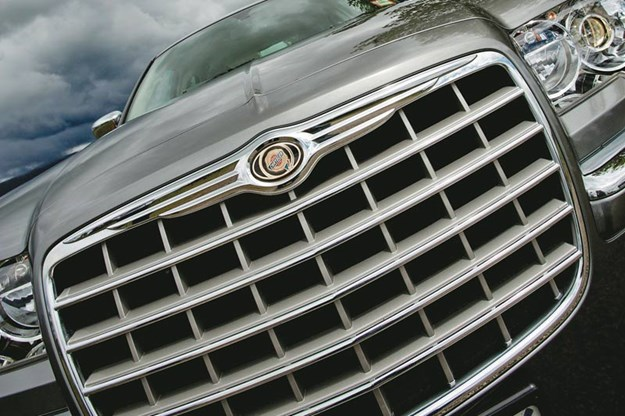 R:\Web\WebTeam\Mary\Motoring\UC 261 to 399\UC 285\marques chrysler\chrysler-grille.jpg