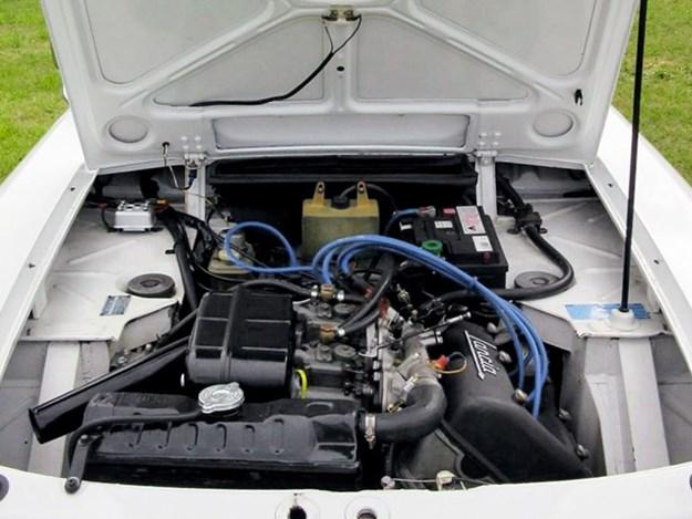 Lancia-Fulvia-engine.jpg