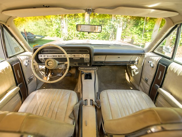 Country-Squire-Wagon-428-interior.jpg