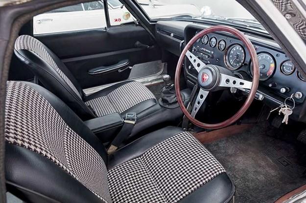 Mazda 110B Cosmo interior