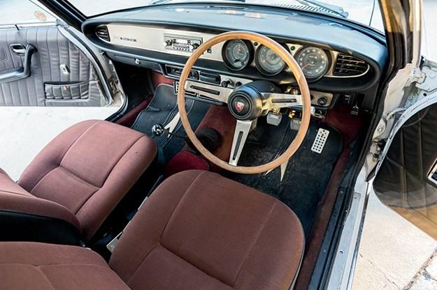 Mazda R130 Luce hardtop interior