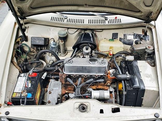 Morris-1100-Mk1-engine.jpg