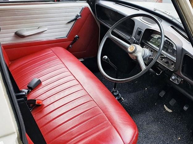 Morris-1100-Mk1-interior.jpg