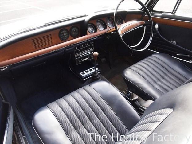 BMW-2000CS-interior.jpg