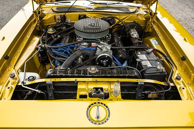 R:\Web\WebTeam\Mary\Motoring\UC 440\road runner\plymouth-road-runner-engine-bay-2.jpg