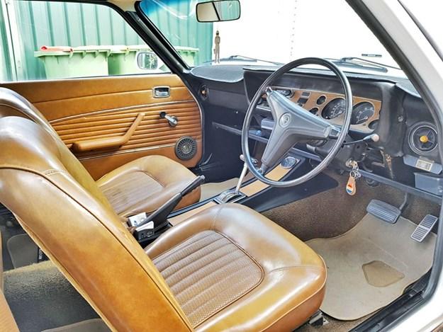 Capri-3000GT-interior-front.jpg