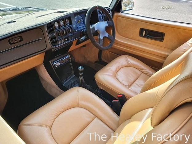 SAAB-900-AERO-interior.jpg