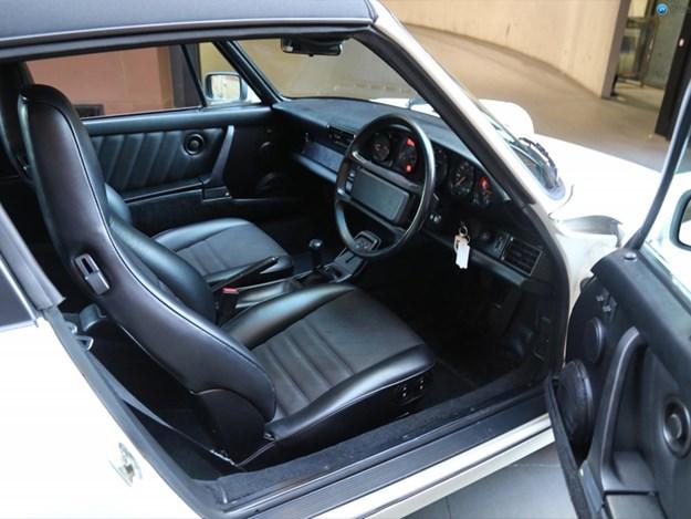 Porsche-964-Targa-interior.jpg