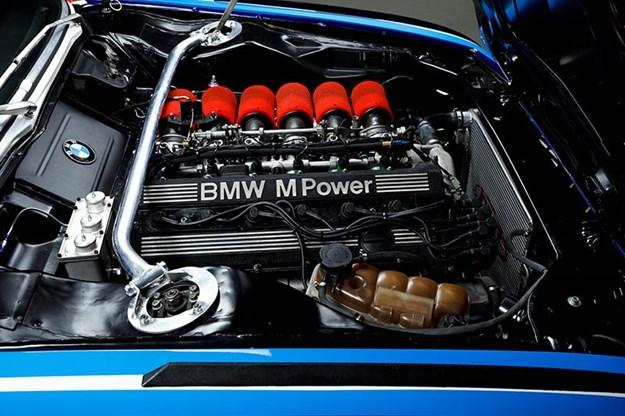 R:\Web\WebTeam\Mary\Motoring\UC 441\bmw csl\bmw-csl-engine-bay.jpg
