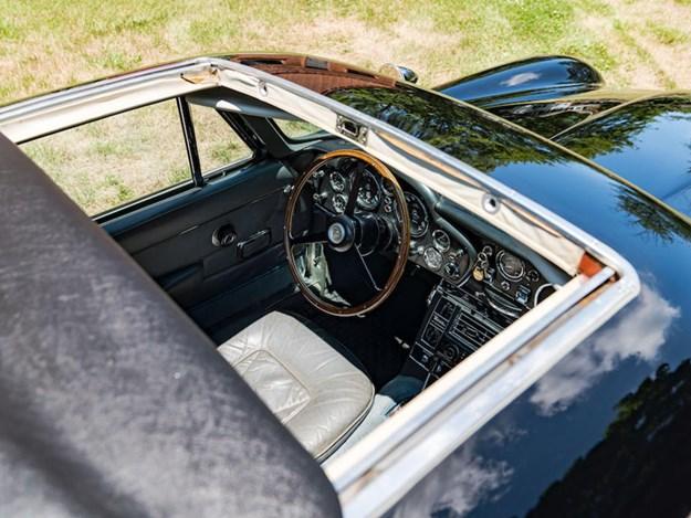 Aston-DB6-Shooting-Brake-interior-sunroof.jpg