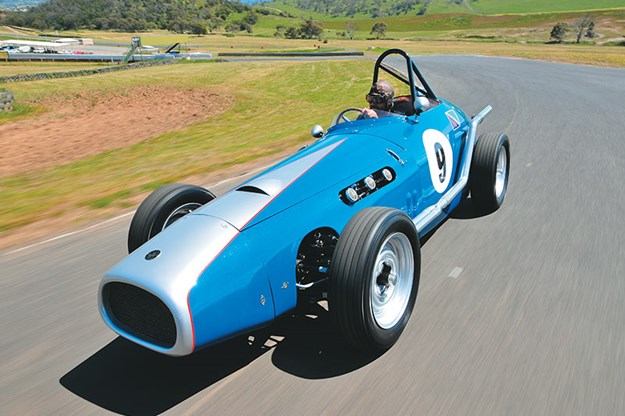 special-delivery-holden-racecar-ontrack-6.jpg
