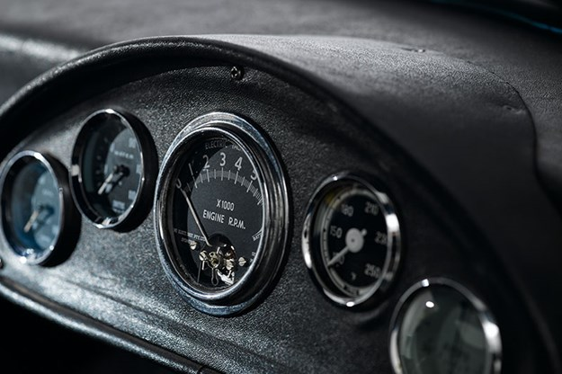 elfin-gts-coupe-dash-2'.jpg