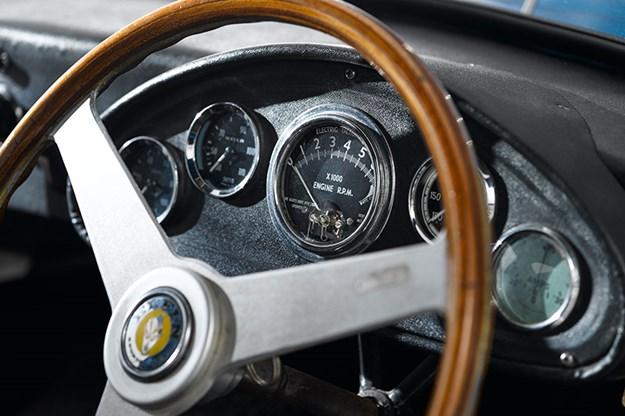 elfin-gts-coupe-dash-4.jpg
