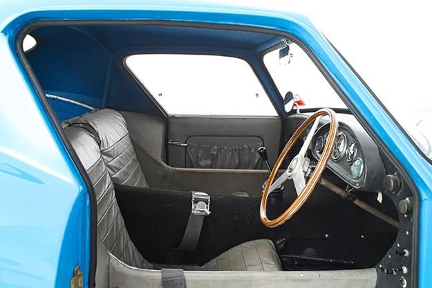 elfin-gts-coupe-interior.jpg