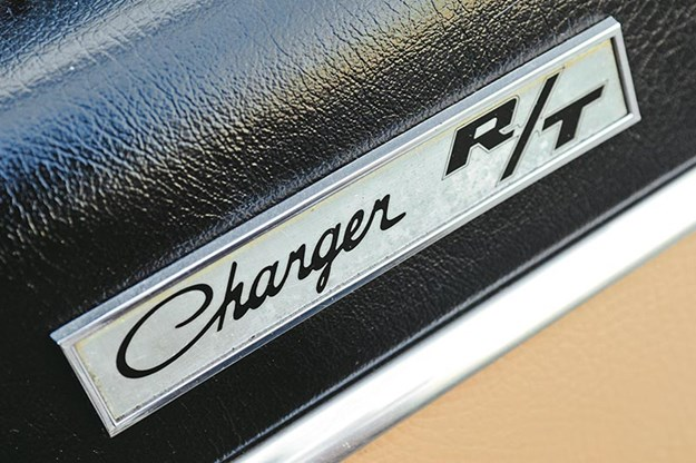 bathurst-e38-charger-badge.jpg