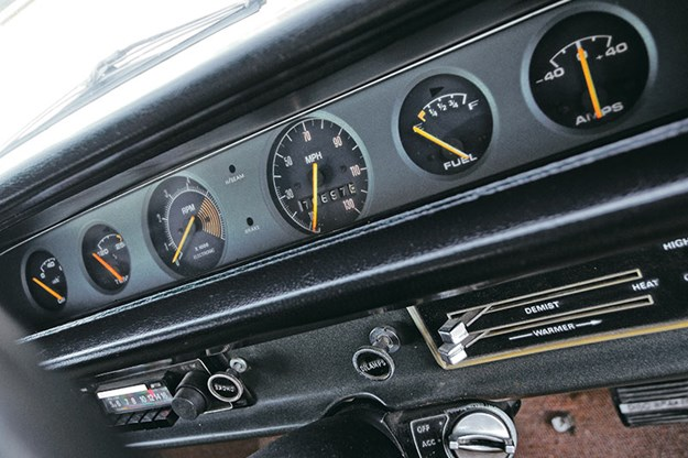 bathurst-e38-charger-dash.jpg