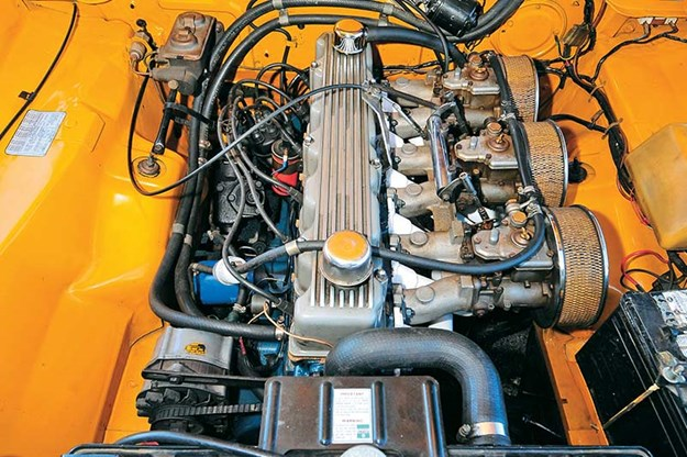 bathurst-e38-charger-engine-bay.jpg