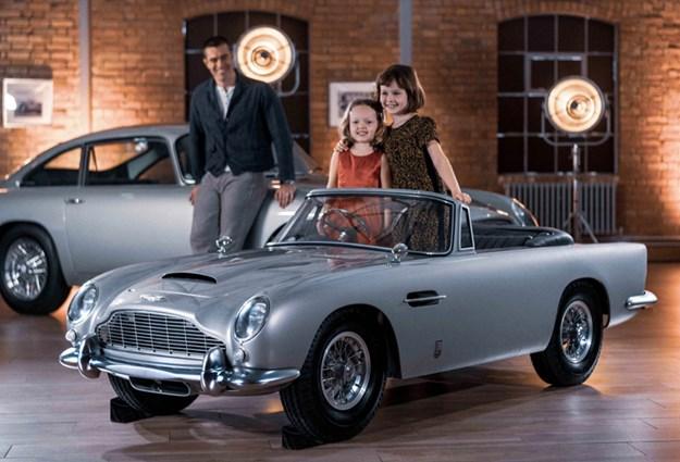Aston-Martin-DB5-Junior-people.jpg