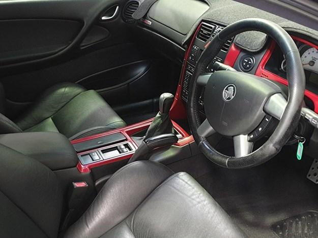 holden-monaro-cv8r-interior.jpg