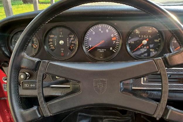 porsche-911-dash.jpg